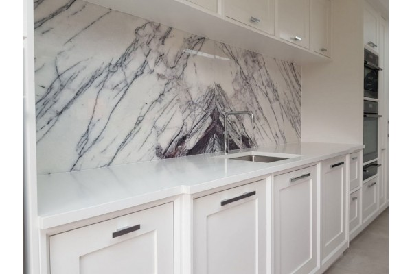 Кухонный фартук из искусственного камня Hi-Macs by LG