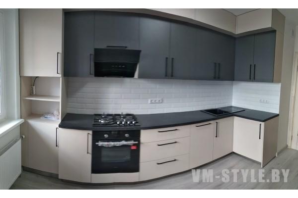 Угловая кухня с матовыми фасадами