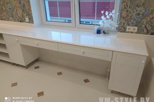 Ванная комната со столешницей из искусственного камня