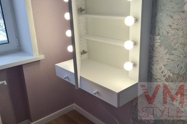 Зеркало с подсветкой из ламп