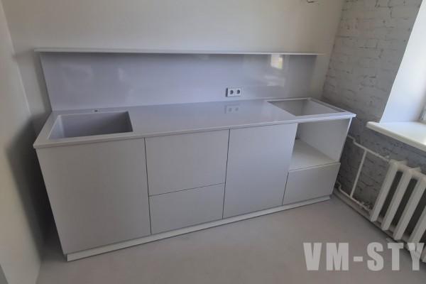 Маленькая кухня без верхних ящиков