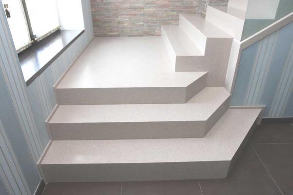 Лестница для дома из акрилового камня Staron