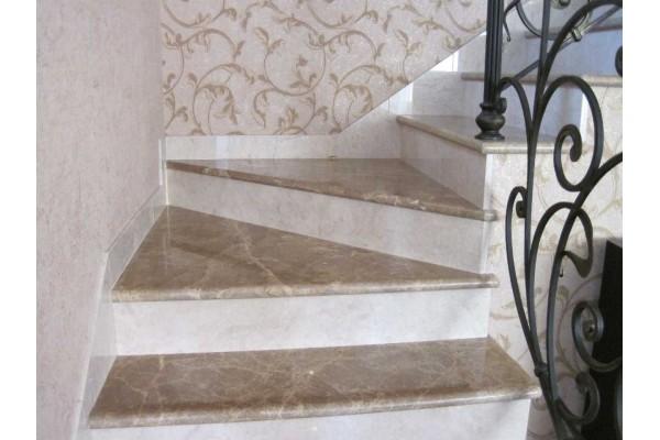 Лестница из акрилового камня Corian с перилами