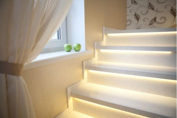Лестница  с подсветкой из акрилового камня Hi-Macs by LG